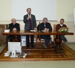 Da sinistra il vescovo, il moderatore della tavola Valdese E. Bernardini, il pastore G. Gianre e il moderatore del CPD W. Gambarotto