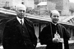Il vescovo Gaudenzio Binaschi con il senatore Agnelli (Foto Archivio Diocesano)