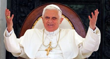 Benedetto XVI annuncia la sua rinuncia al ministero petrino