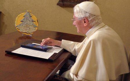 Benedetto XVI impegnato su twitter