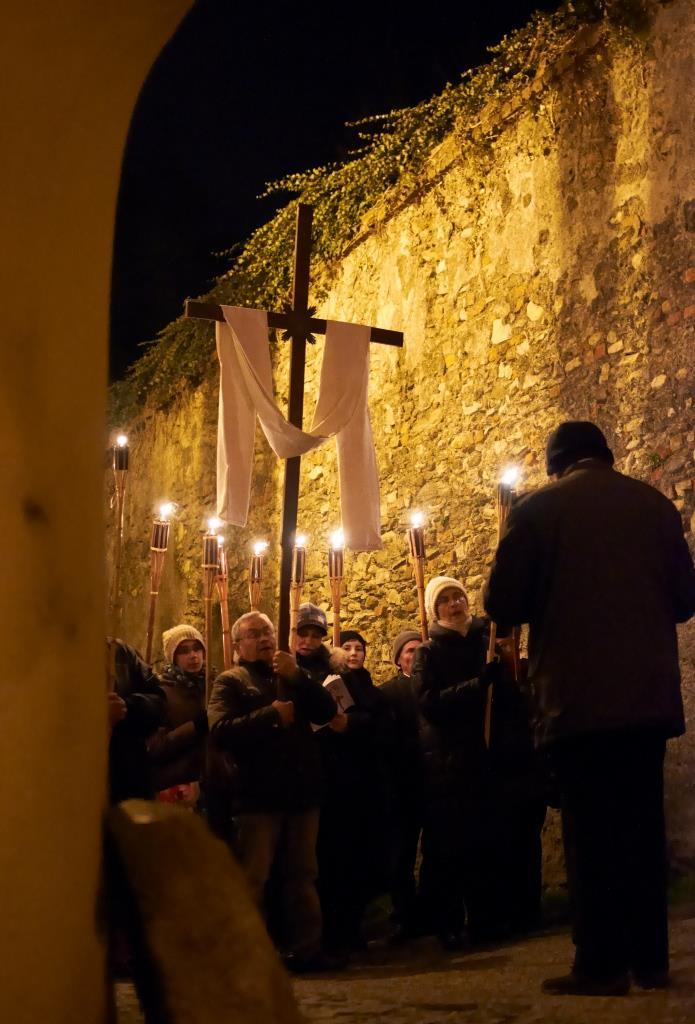 Via Crucis notturna nel centro storico di Pinerolo