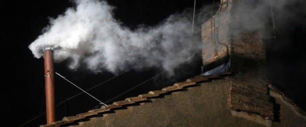 Fumata bianca, ora si attende l'annuncio del nome del nuovo Pontefice