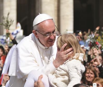 La novità di un pontificato che parla con i gesti