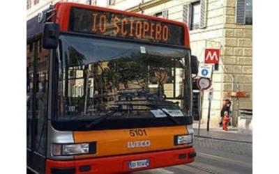 Torino manifesta contro i tagli al trasporto pubblico