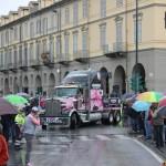 La carovana pubblicitaria in piazza Barbieri (Foto Fabrizio Falco)
