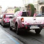 La Carovana pubblicitaria sul traguardo volante di Pinerolo (Foto Nicolò Mosca)