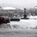 Cumuli di neve in piazza Vittorio Veneto
