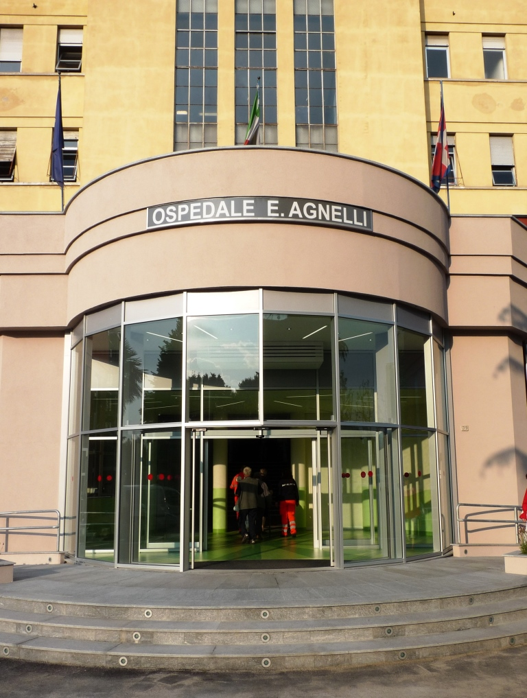 L'ingresso dell'Ospedale Edoardo Agnelli di Pinerolo