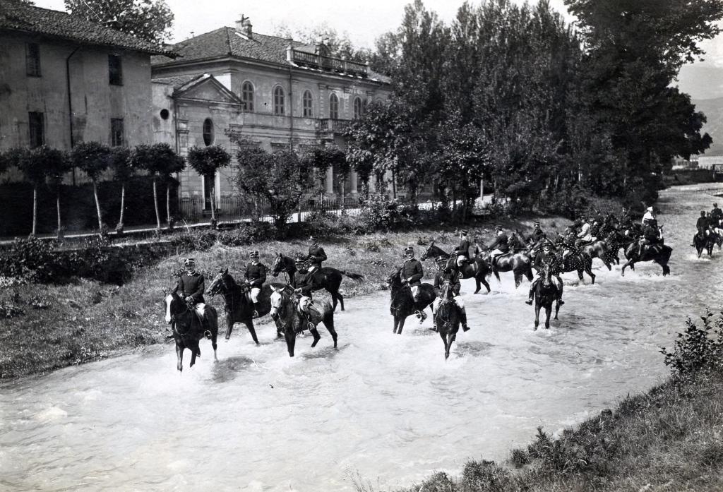 Gli ultimi cavalli dei militari hanno lasciato Pinerolo