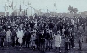 In una rara foto del 1904 l'inaugurazione di Piazza Italia a Tres Arrayas. La città si trova a Sud di Buenos Aires a circa 500 km a est di Bahia Blanca