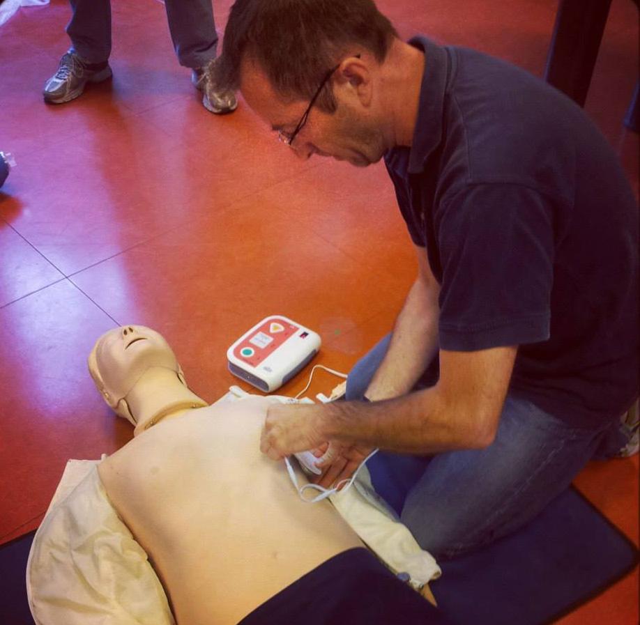 A Cumiana un corso per imparare ad usare il defibrillatore