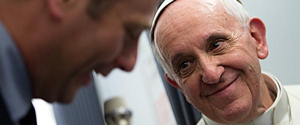 """L'incontro """"aereo"""" di Papa Francesco con i giornalisti"""
