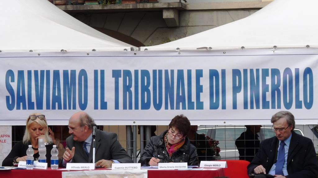 Fiaccolata e occupazione del Comune: ecco l'ultimo tentativo per salvare il Tribunale di Pinerolo