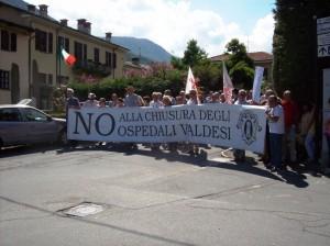Il corteo arriva da Santa Margherita verso il Tempio