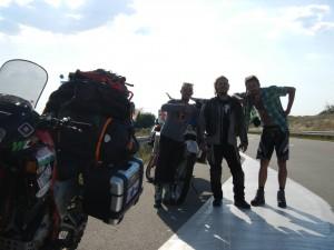 Umberto Tarditi (a destra) con i suoi compagni di viaggio