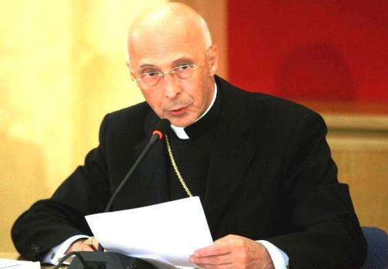 Prolusione di Bagnasco al Consiglio permanente: attenzione alle nuove colonizzazioni ideologiche