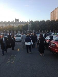 Gli avvocati al momento della partenza da piazza Fontana