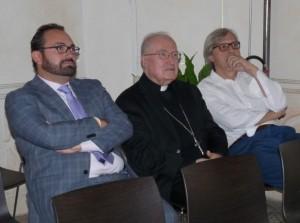"""Da sinistra: Antonio D'Amico, mons. Pier Giorgio Debernardi, vescovo di Pinerolo e Vittorio Sgarbi, curatore della mostra """"I volti e l'anima. Lorenzo Lotto""""."""