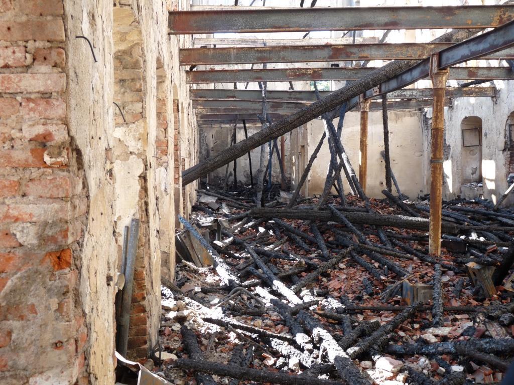 L'ex merlettificio Turk dopo l'incendio: la photogallery
