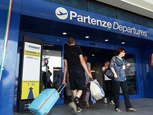 L'Italia si conferma terra di emigranti (giovani e laureati)