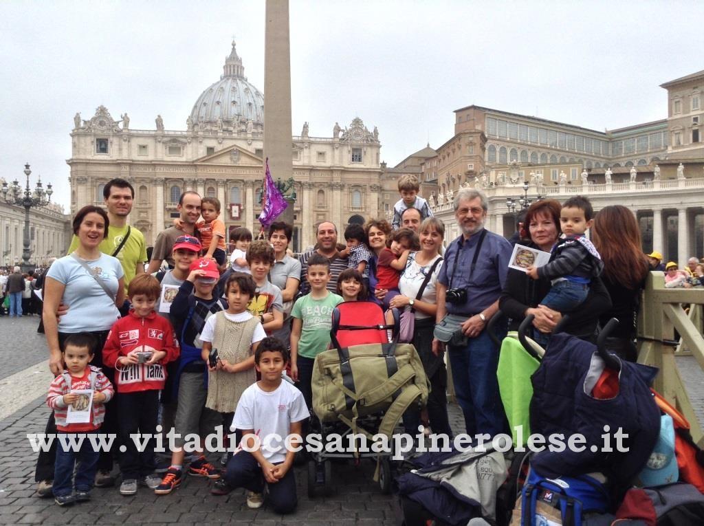 """Il gruppo di Pinerolo in piazza san Pietro per la Giornata della famiglia"""""""