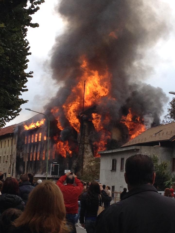 Incendio all'ex merlettificio Turk di Pinerolo