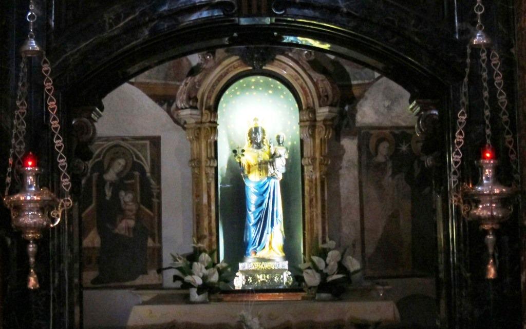 Per la seconda volta in 1700 anni la Madonna Nera di Oropa in pellegrinaggio fuori dal Santuria