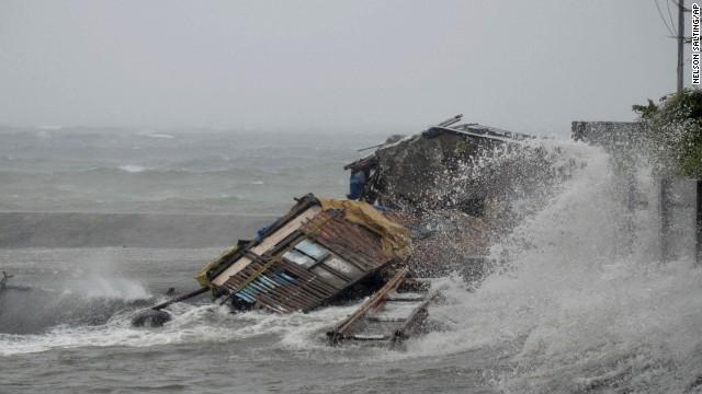 Papa Francesco invia un primo contributo di 150.000 dollari in soccorso popolazioni delle Filippine