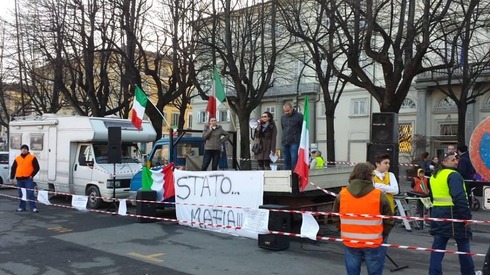 Il Movimento 9 dicembre in piazza a Pinerolo: la nostra è una protesta pacifica!