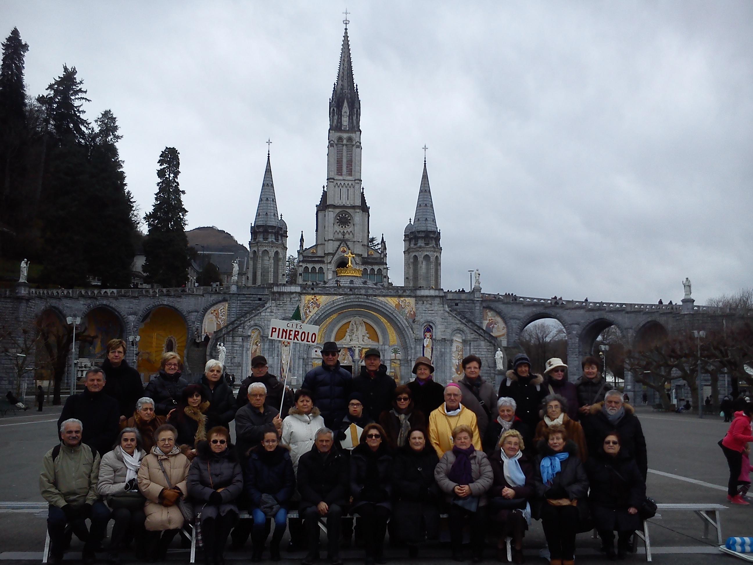 Il vescovo di Pinerolo a Lourdes con il CITS