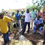 Moussa insegna le tecniche di irrigazione per risparmiare acqua