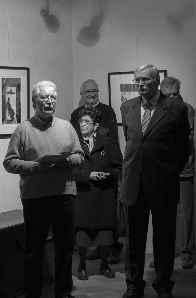 Nella foto di W. Molinero, da sinistra, Mario Marchiando Pacchiola e Augusto Cantamessa. Sullo sfondo don Renzo Rovoiro