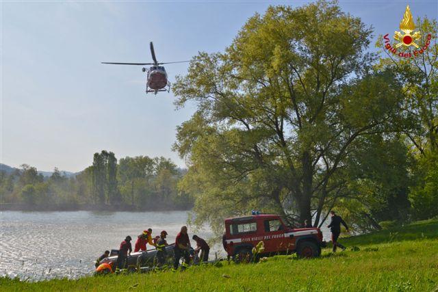 [ photogallery ] I vigili del fuoco di Torino salvano un uomo caduto nella Dora