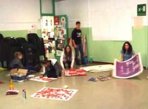 Alcuni giovani volontari della Croce Rossa preparano la giornata nella sede di Via Brignone a Pinerolo