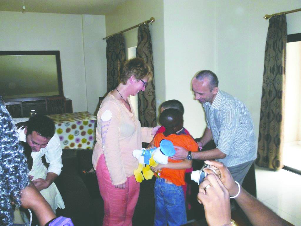 Tornati in Italia i bambini congolesi adottati. In festa anche una famiglia di Airasca