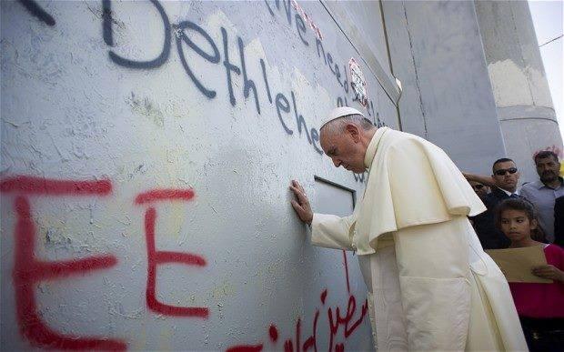 Papa Francesco in Terra santa: offro la mia casa in Vaticano per pregare insieme