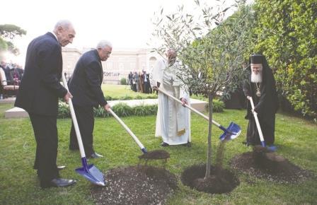 Il coraggio della pace: storico e inedito incontro tra Papa Francesco e i presidenti di Isarele e Palestina