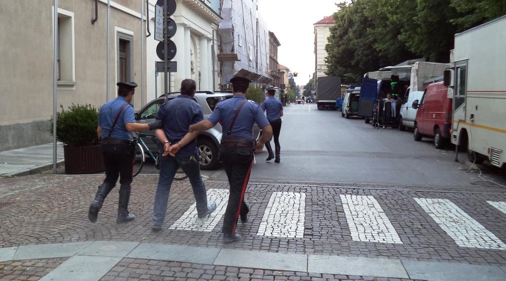 Vuole un lavoro e tenta di appiccare il fuoco nel Municipio di Pinerolo: arrestato