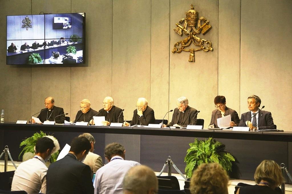Presentato l'Instrumentum laboris della III assemblea generale straordinaria del sinodo dei vescovi