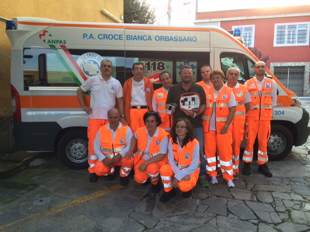 Orbassano. La famiglia Racca ha donato un defibrillatore e un saturimetro alla Croce Bianca