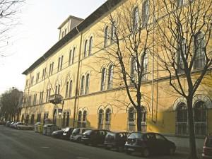 La facciata della caserma Bochard