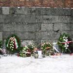Il muro delle fucilazioni a Auschwitz