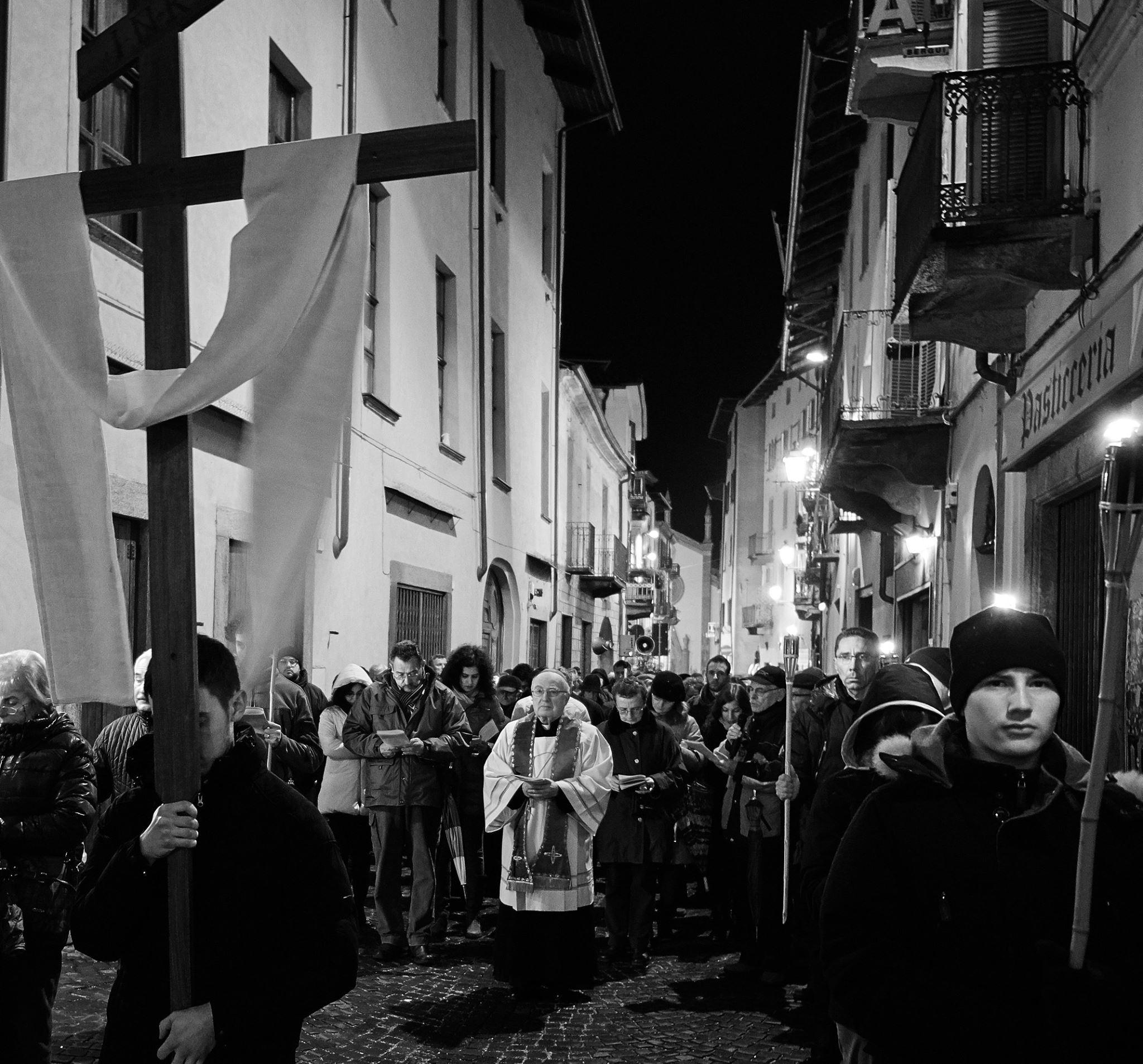 [ photogallery ] La Via crucis lungo le vie di Pinerolo