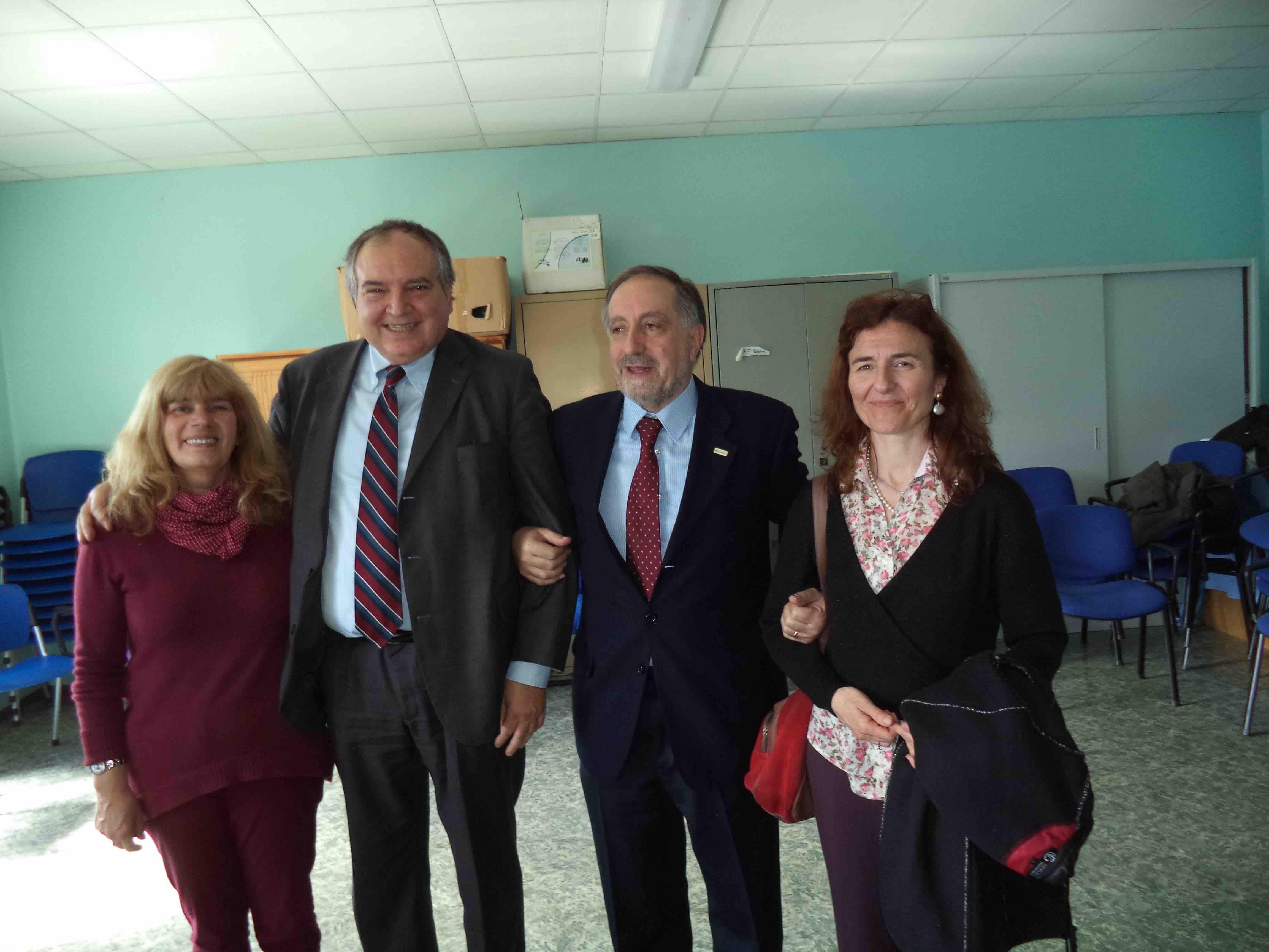 Da sinistra: il sindaco di Porte Laura Zoggia, l'ex direttore generale dell'AslTo3 Gaetano Cosenza, il sindaco di Pinerolo Eugenio Buttiero e Luisella Cesari, direttore sanitario dell'AslTo3