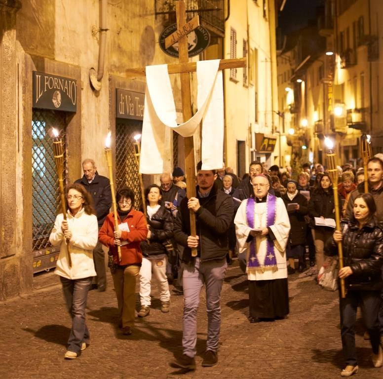 A Pinerolo la Via Crucis diocesana