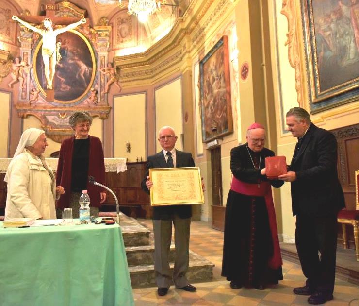 """Frossasco. Michele Vaira insignito della croce """"Pro Ecclesia et Pontifice"""""""