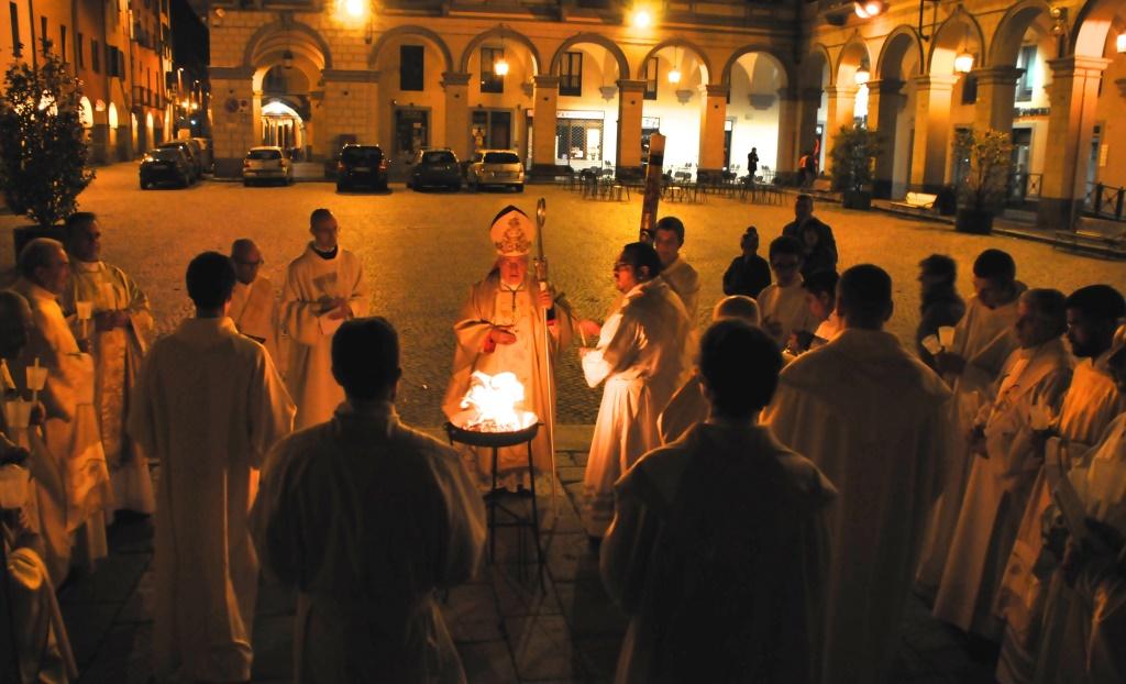 [ photogallery ] La veglia pasquale nella Cattedrale di Pinerolo