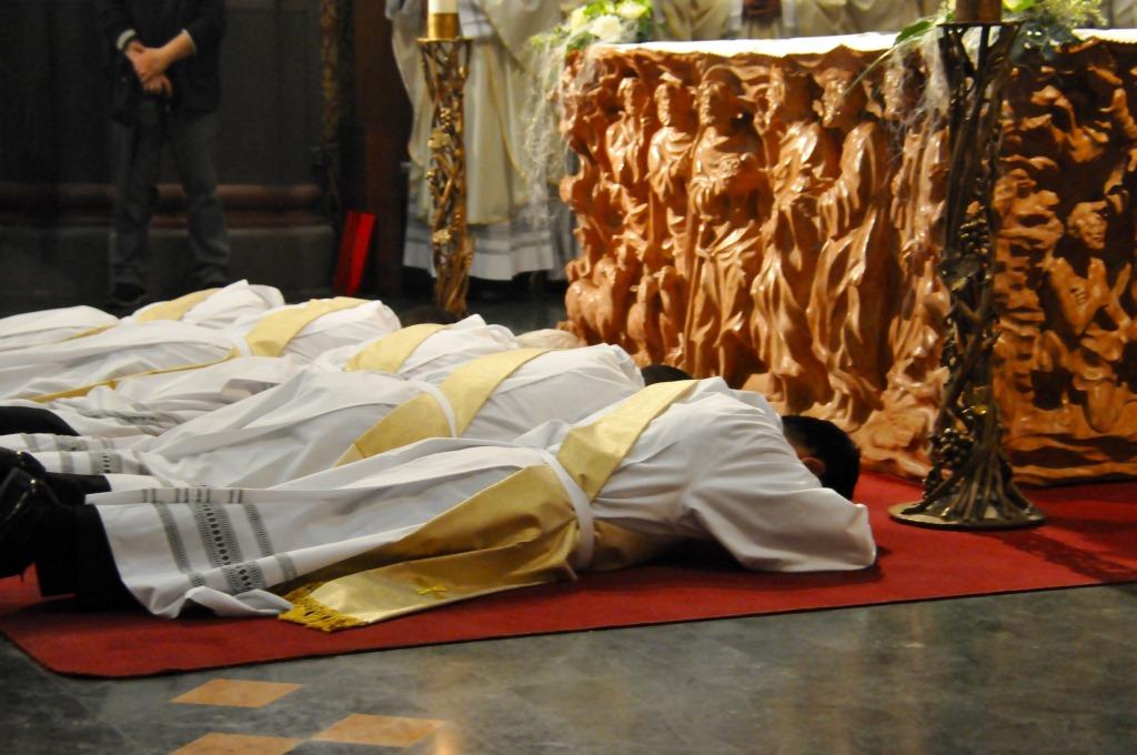 [ photogallery ] L'ordinazione di 5 nuovi presbiteri a Pinerolo