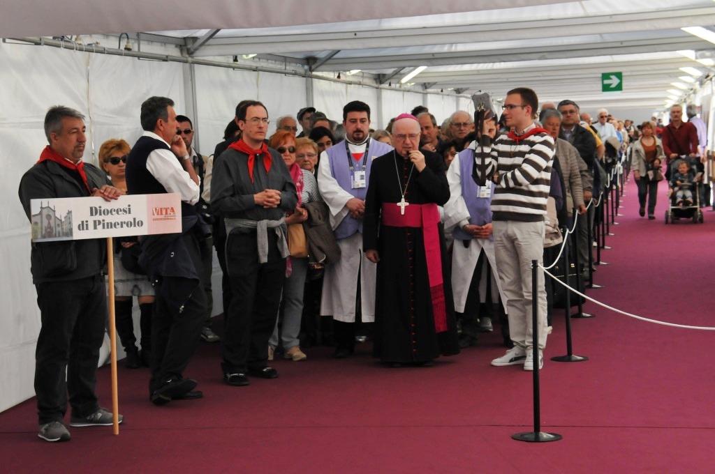 [video] #Sindone2015 Il pellegrinaggio della diocesi di Pinerolo