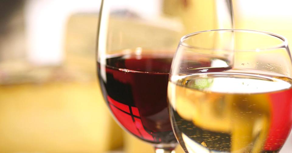 Pinerolo. Degustazioni di vino low cost in piazza del Duomo